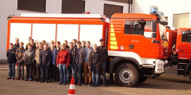 04.11.2017: Jugendfeuerwehr besucht Feuerwehraufbauhersteller Schlingmann